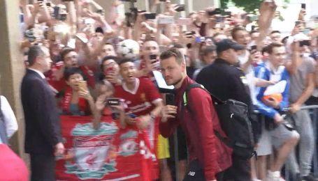 """""""Ливерпуль"""" под гостиницей в Киеве встретила толпа радостных фанатов"""