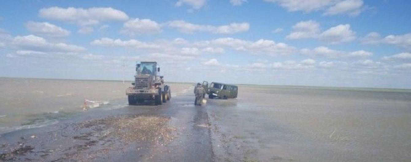 """В Казахстане """"УАЗ"""" утонул на дороге областного значения"""