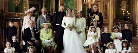 Связь времен: свадебную фотосессию принца Гарри и Меган Маркл снимали на том же диване, что и крестины принца