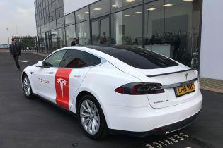 Model S перетворили у діагностичну кава-машину для мобільного сервісу