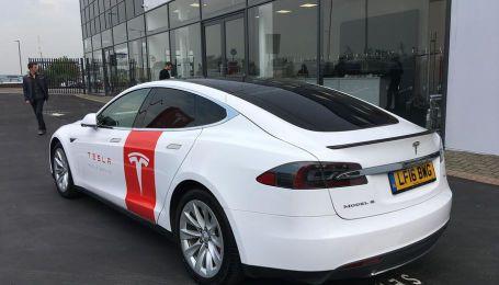 Model S превратили в диагностическую кофе-машину для мобильного сервиса