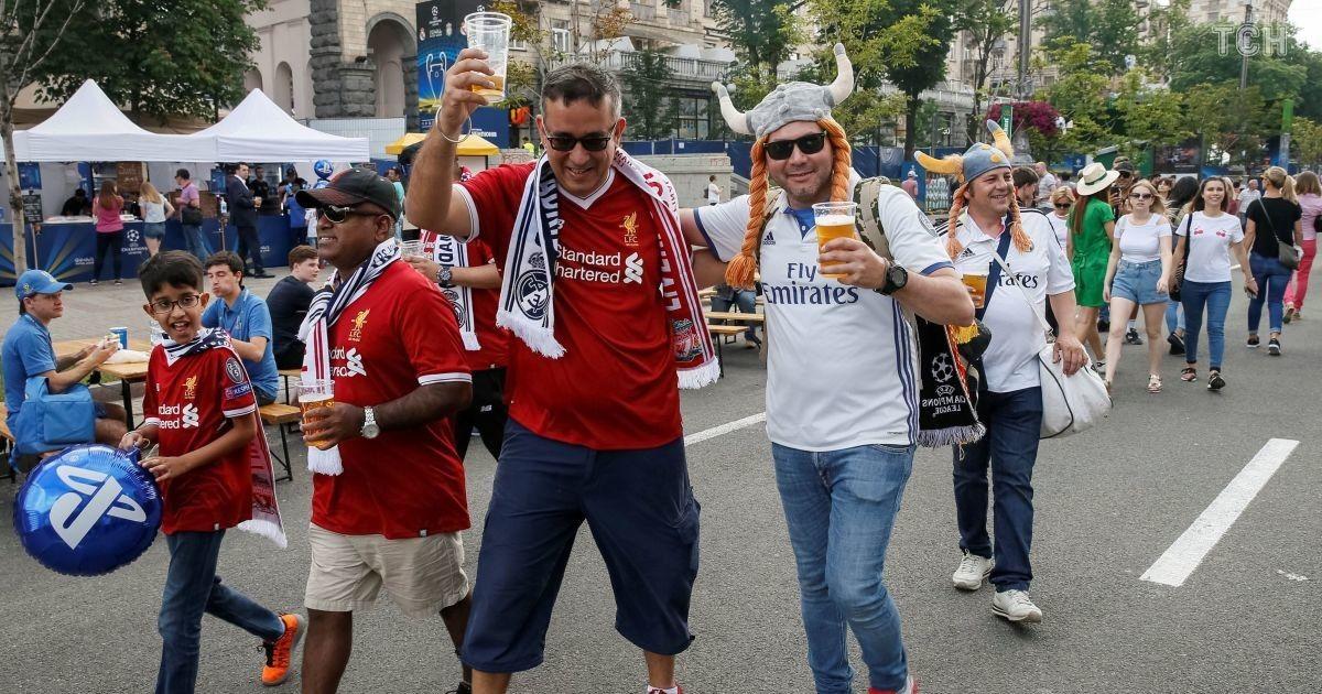 Болельщики в фан-зоне на Крещатике до финала Лиги чемпионов @ Reuters