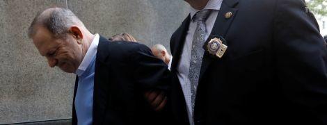 В Сеть попали фото скандального Харви Вайнштейна в наручниках