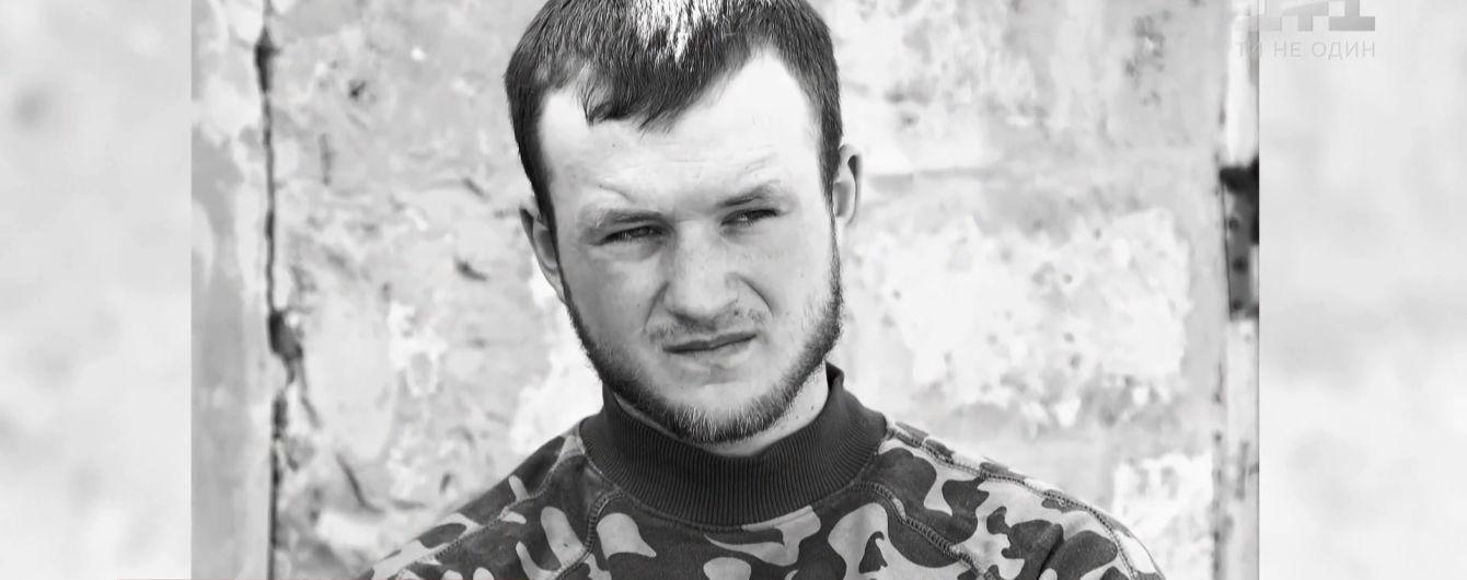 "Загиблого на Донбасі молодого добровольця ""Правого сектору"" привезли до Львова"