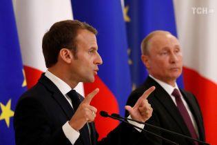 Макрон объяснил Путину, что санкции против России будут действовать до прогресса на Донбассе