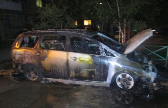 В Ужгороді вночі підпалили авто прокурора