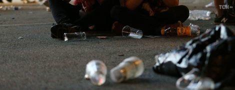 Город спасен: коммунальщики за ночь очистили от грязи фан-зоны и фонтан в парке Шевченко