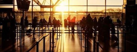 Блискавка тимчасово паралізувала роботу аеропорту Лондона
