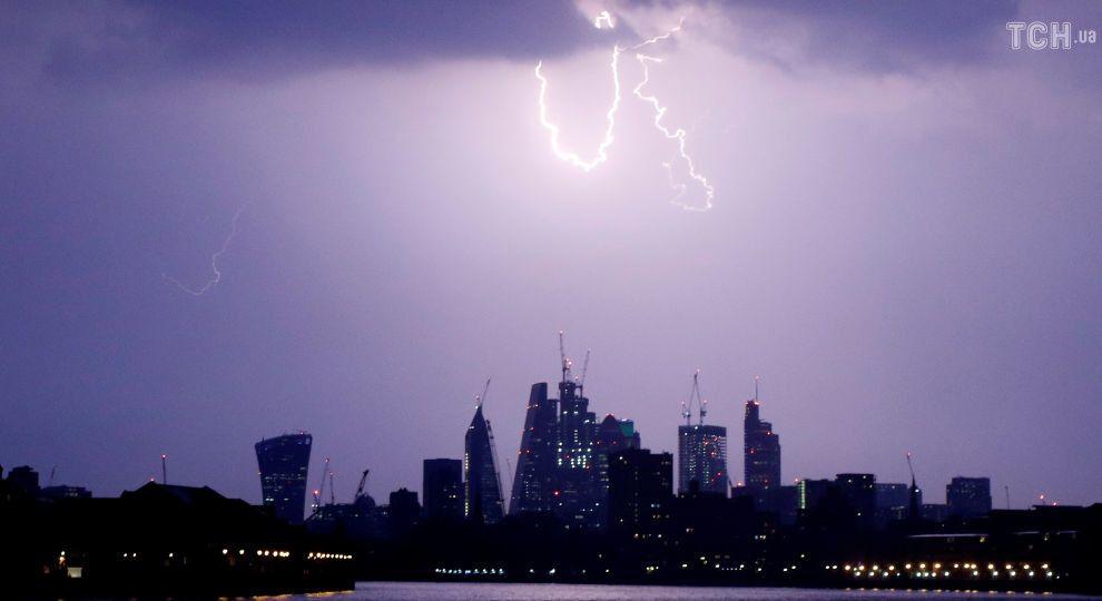 """""""Матір всіх гроз"""" прокотилась Британією: по країні вдарили більше 15 тисяч блискавок"""