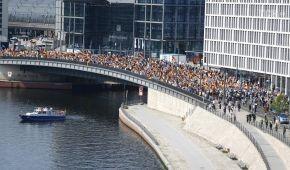 У Берліні на марш правих вийшли 5 тисяч людей, їхніх противників було уп'ятеро більше