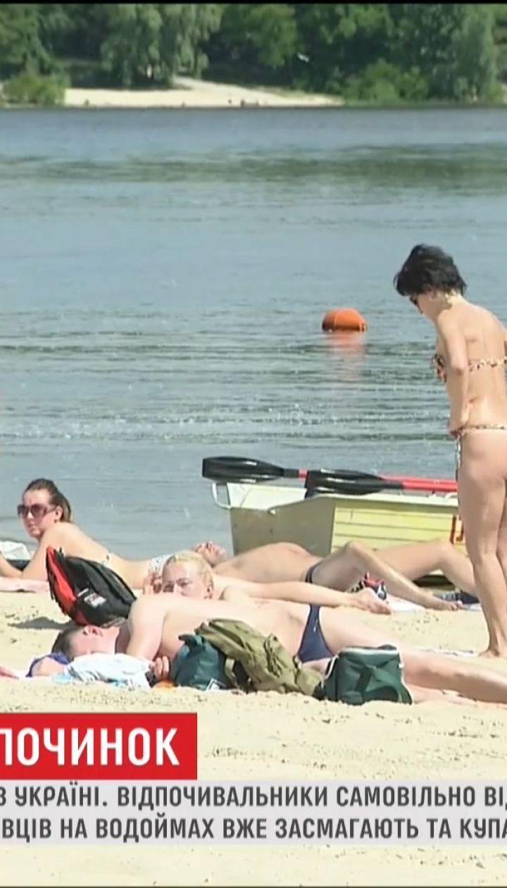 Вопреки окончательным выводам специалистов отдыхающие уже открыли пляжный сезон