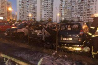 В Киеве на глазах у полиции сожгли машину помощника Мосийчука