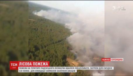 На Херсонщине продолжают ликвидировать лесной пожар с помощью авиации