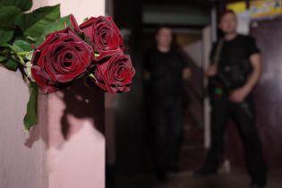 У Києві на місце вбиства Бабченка знайомі та колеги почали приносити квіти