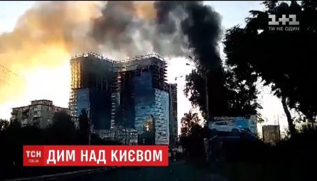 В центре Киева загорелся шиномонтаж