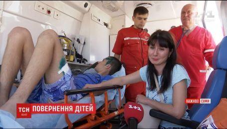 На Сумщине приземлился самолет с тремя детьми, попавших в аварию в Беларуси