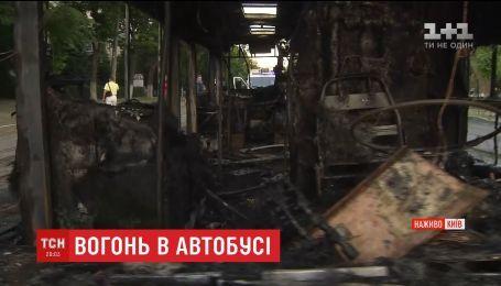 У Києві на ходу загорівся автобус