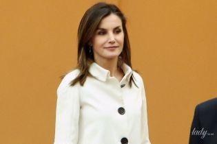 В стильном наряде, но с небрежной укладкой: деловой выход королевы Летиции