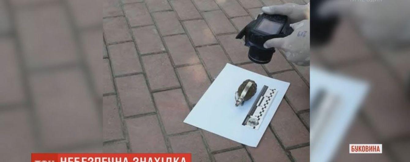 Двум застройщикам в Черновцах подбросили гранаты