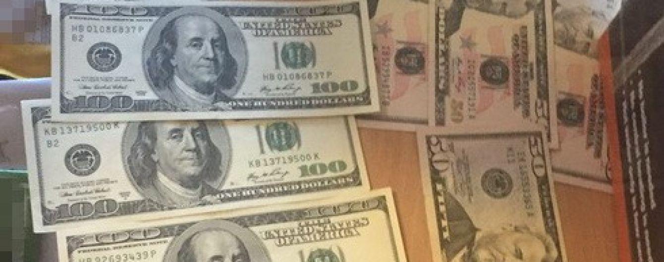 В Житомире чиновники Госэкоинспекции ежемесячно получали более 100 тысяч гривен взятки