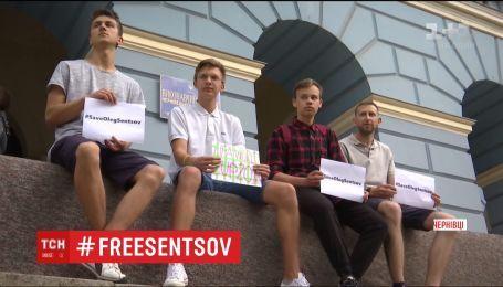В городах Европы и Украины прошли акции в поддержку Олега Сенцова