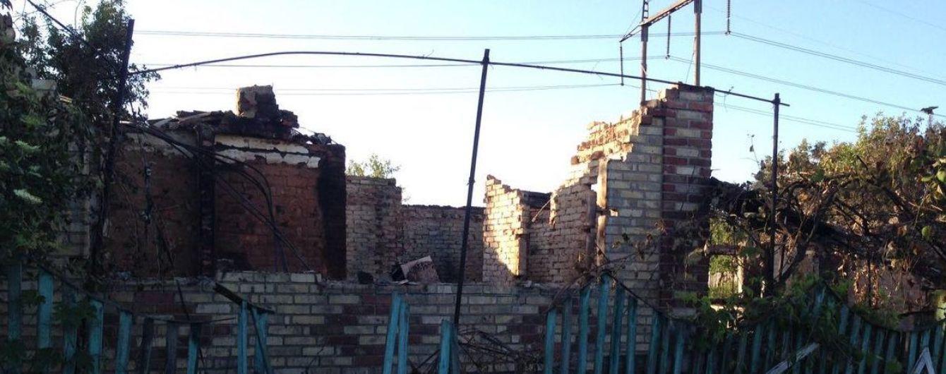 Із Південного продовжують тікати люди, бойовики заповзялися рівняти селище із землею