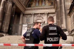 З'явилися подробиці і фото з місця стрілянини у Берлінському соборі