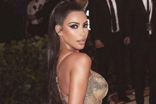 Чому ти не надягла її до Білого дому: юзери розкритикували прозору сукню Кім Кардашян