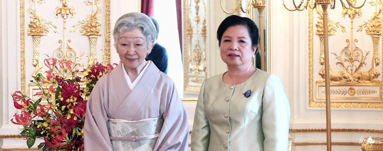 Встреча во дворце: императрица Митико в традиционном наряде, первая леди Вьетнама - в деловом