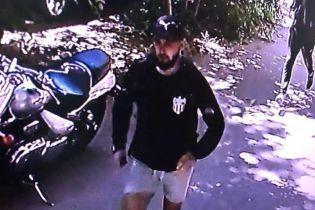 Поліція опублікувала фотографії підозрюваних у нападі на активіста в Одесі