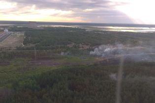 Лісову пожежу під Чорнобилем досі не загасили, вітер дме в бік Києва