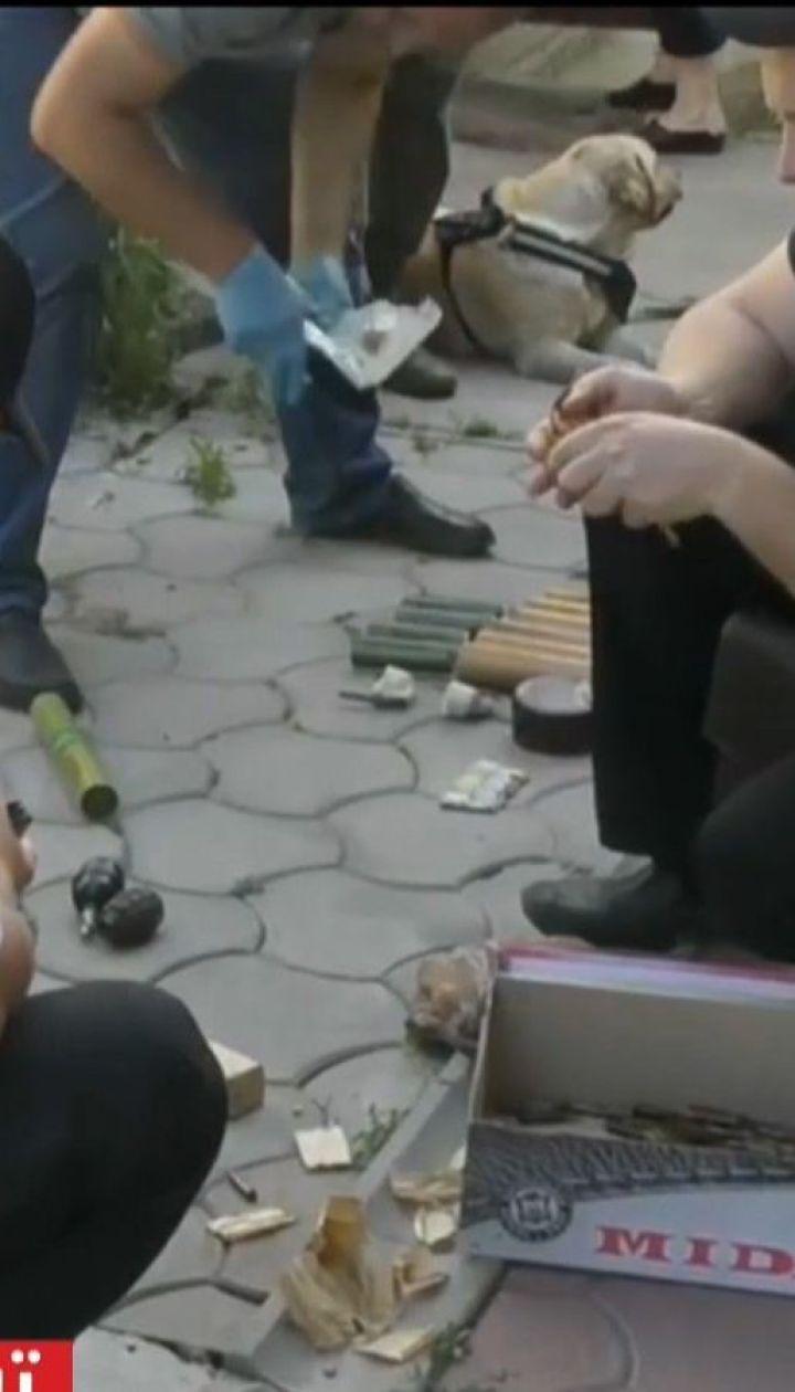 Во дворе жителя Николаева полиция обнаружила схрон взрывчатки и боеприпасов