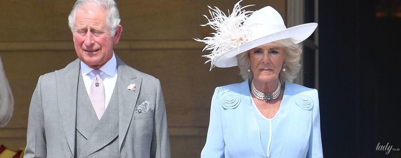 В голубом наряде и шляпе с перьями: герцогиня Корнуольская на садовой вечеринке
