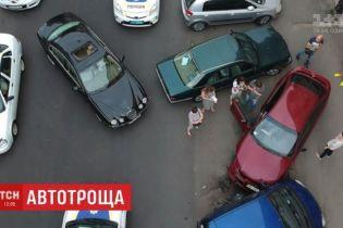 В Одесі нетвереза водійка на Jaguar розтрощила п'ять автівок