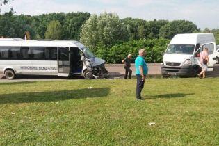 На Закарпатті мікроавтобус із дітьми потрапив у ДТП, є постраждалі
