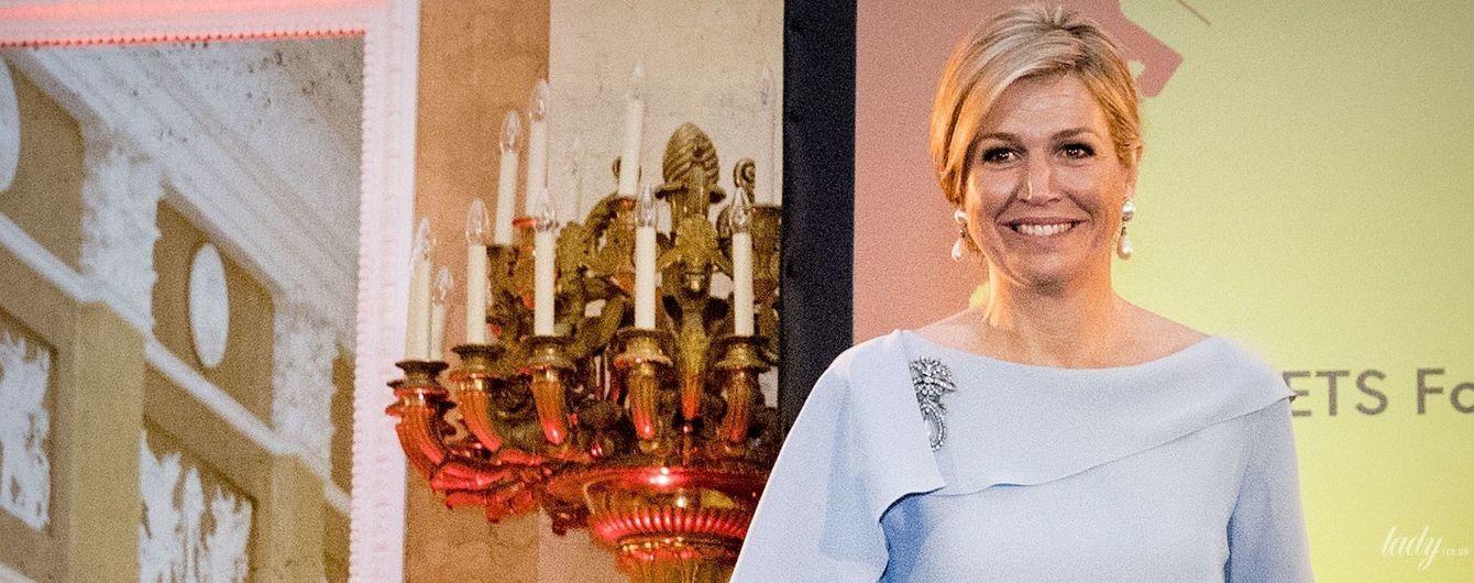 В голубом платье и жемчужных украшениях: королева Максима на торжественной церемонии