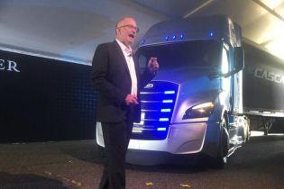 Daimler випустить електричного суперника Tesla Semi