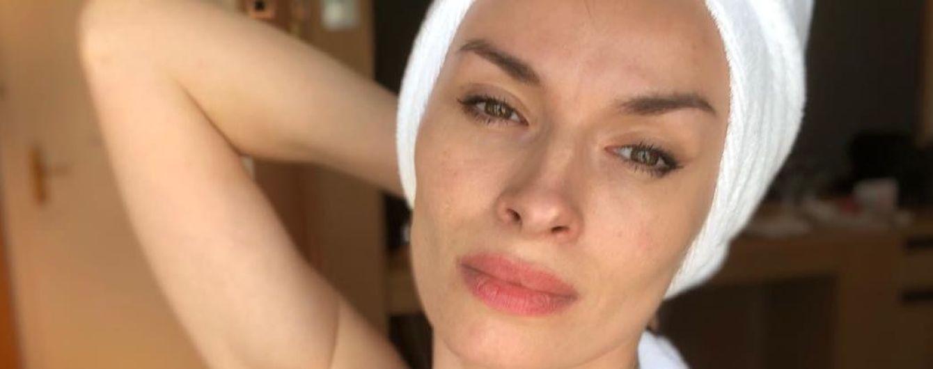 В кружевном белье и почти без макияжа: Надя Мейхер показала, как выглядит по утрам