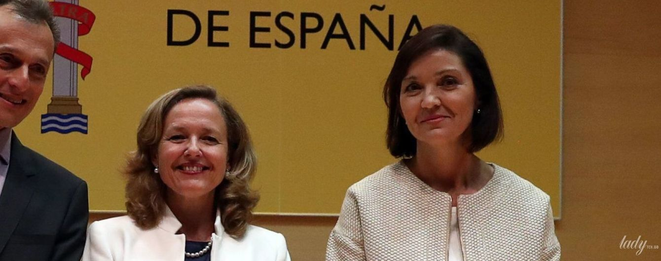 Женщины в испанском правительстве: министр экономики в белом жакете, министр промышленности - в платье