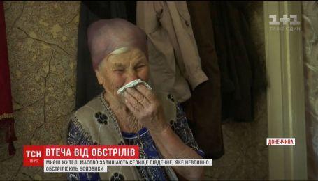 Жителі Південного покидають селище вузьким коридором під прицілом бойовиків