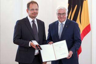Журналист, который разоблачил допинг в российском спорте, получил высшую награду в Германии