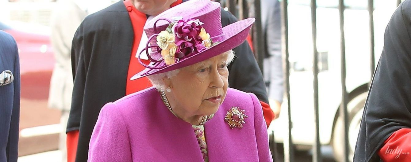 В пальто цвета фуксии: королева Елизавета II в Вестминстерском аббатстве