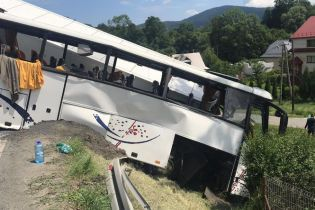У Польщі автобус із дітьми зіткнувся з вантажівкою, четверо дітей важко поранені