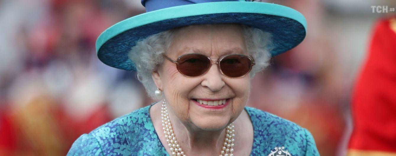 Королева Елизавета II перенесла операцию на глазах
