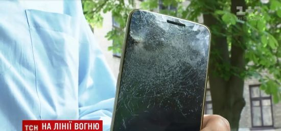 Дива трапляються: телефон зупинив російську кулю, котра могла вбити українського воїна на передовій ООС