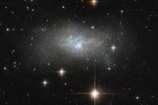 """Телескоп """"Хаббл"""" сфотографировал уникальную карликовую галактику"""