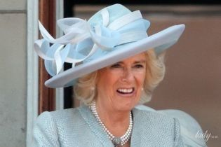 В голубом наряде и с питоновым клатчем: эффектная герцогиня Корнуольская на праздничном мероприятии