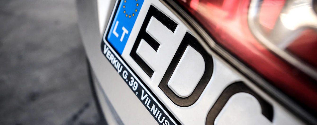 Растаможить или нет. Как чиновники и депутаты предлагают решить сверхсложную задачу с еврономерами