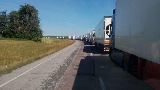 Російські прикордонники блокують проїзд транспорту на кордоні з Україною