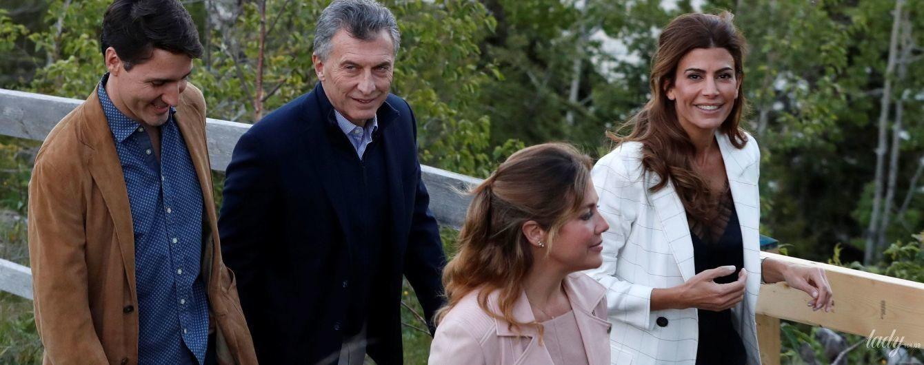 В кожаных штанах и топе в бельевом стиле: стильный образ жены президента Аргентины Хулианы Авады